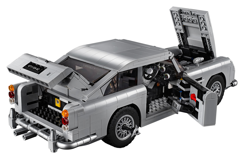the official lego james bond aston martin db5 looks fantastic. Black Bedroom Furniture Sets. Home Design Ideas