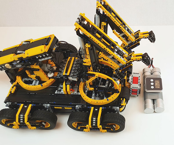 LEGO Bomb Disposal Robot