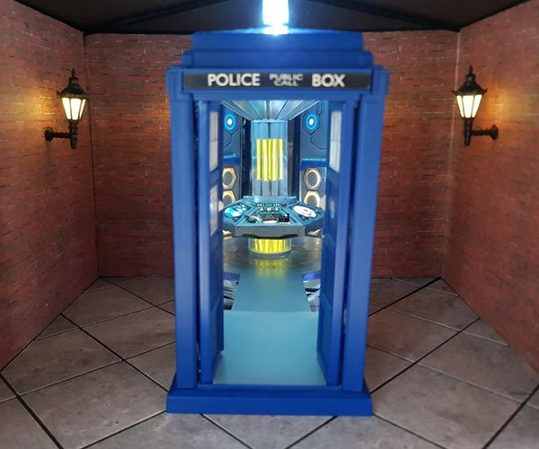 TARDIS Optical Illusion