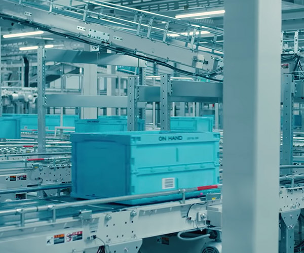 UNIQLO's Robotic Warehouse