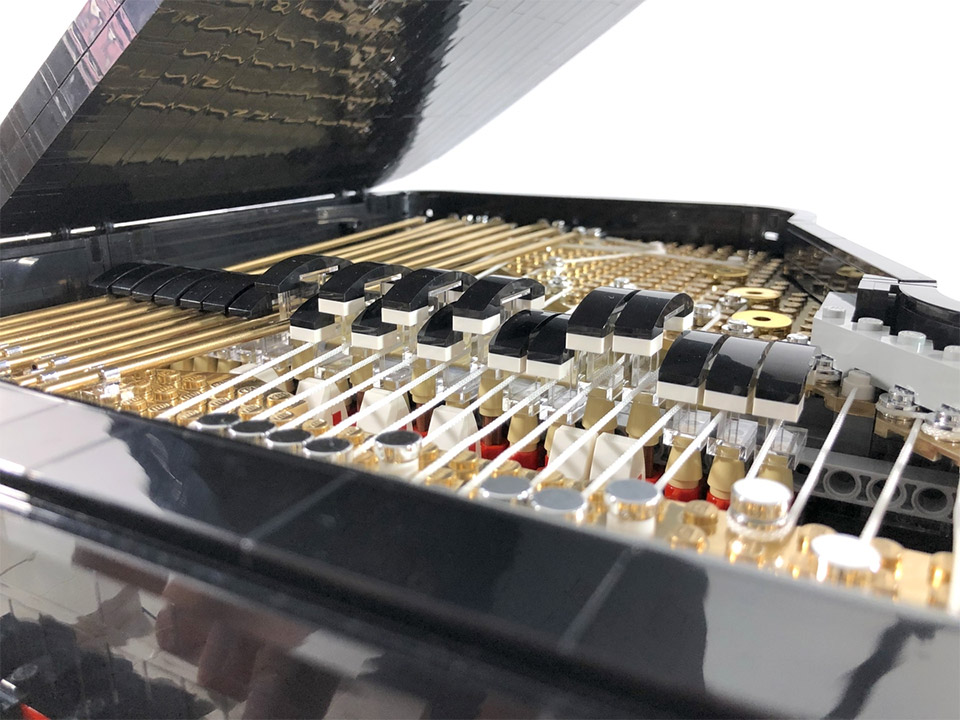Working LEGO Piano