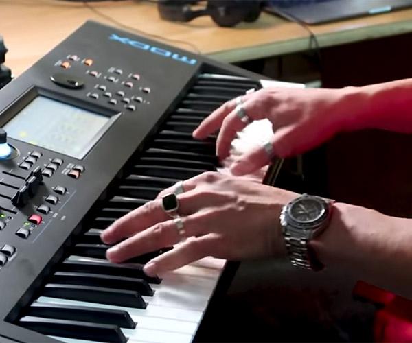 10 Famous Piano Riffs