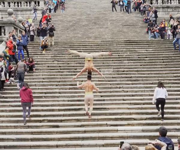 Head-balancing Stairclimb