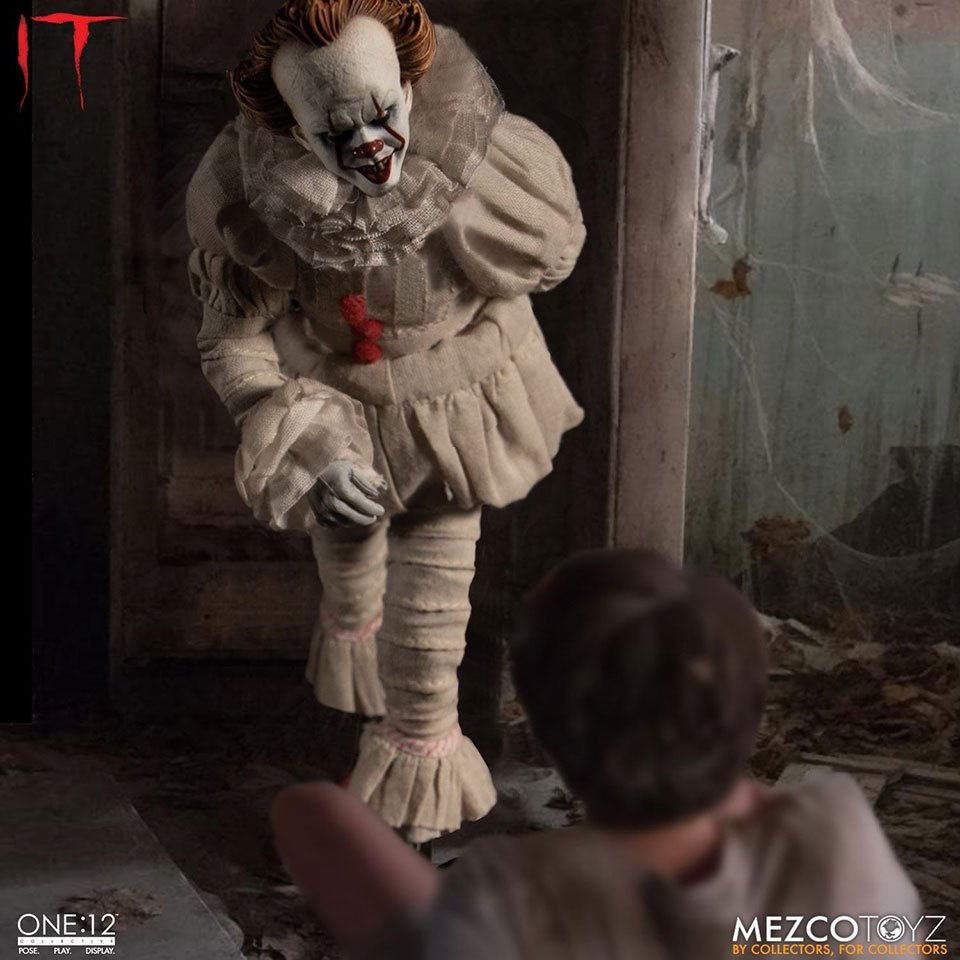 One:12 Collective IT Pennywise Figure