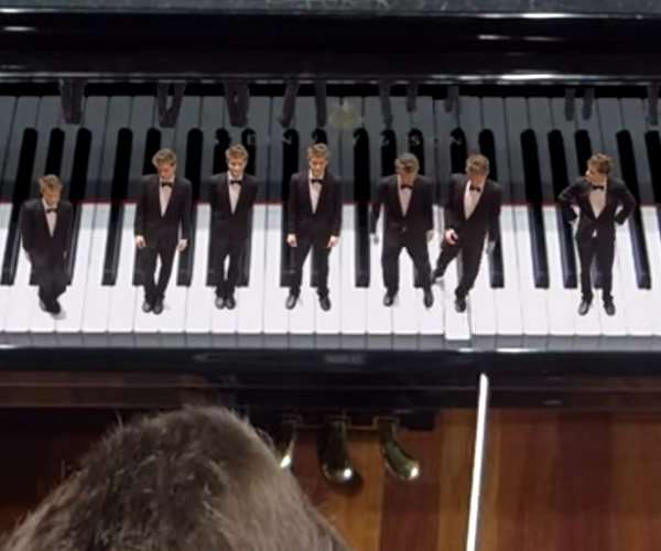 Tiny Piano Players