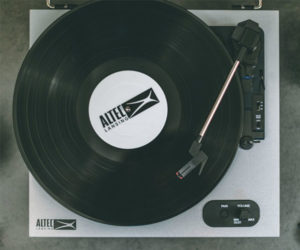 Altec Lansing ALT-500 Turntable
