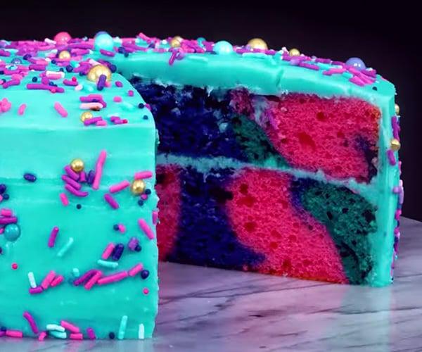 Stop-Motion Cake Slicing