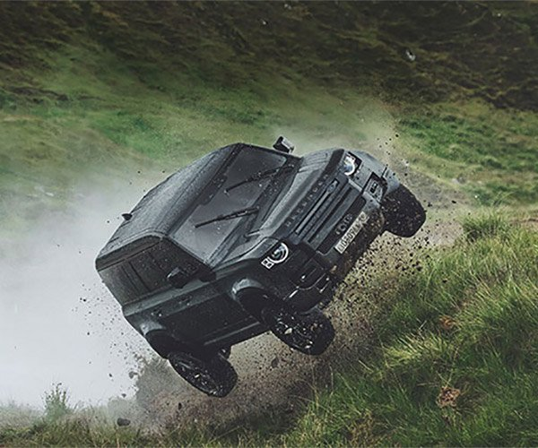 Land Rover Defender x 007