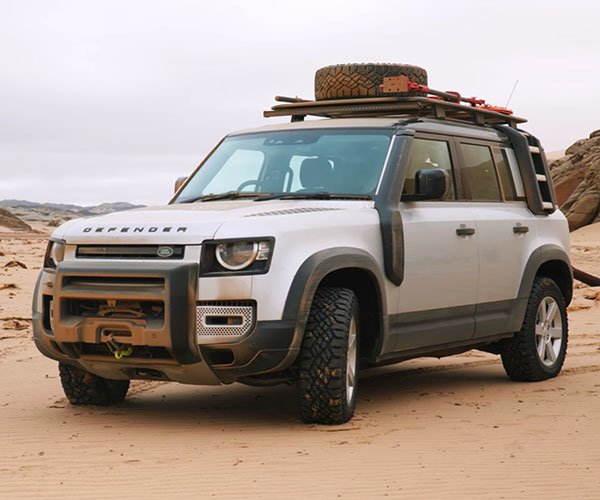 Land Rover Defender in Namibia