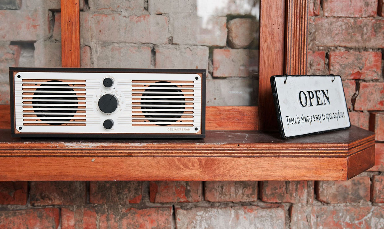 Celia & Perah R2 Bluetooth Radio