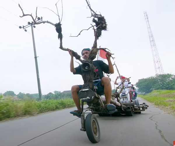 The Extreme Vespas of Indonesia