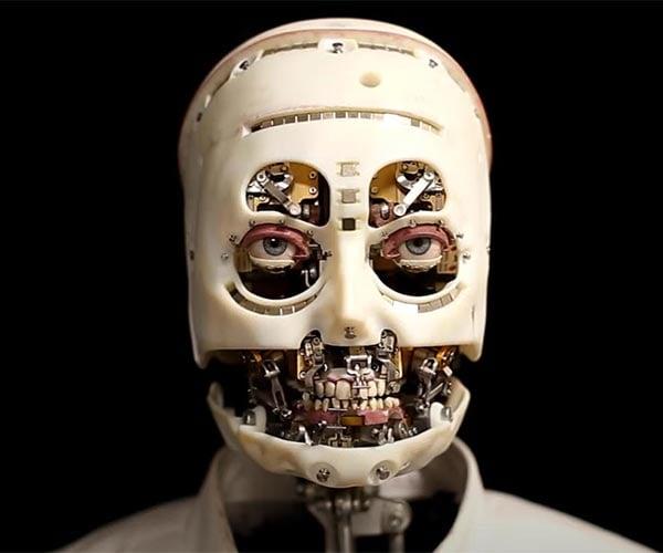 "Creepy ""Realistic"" Robot Gazes"