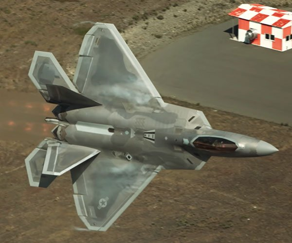 F-22 Raptor Shows Off