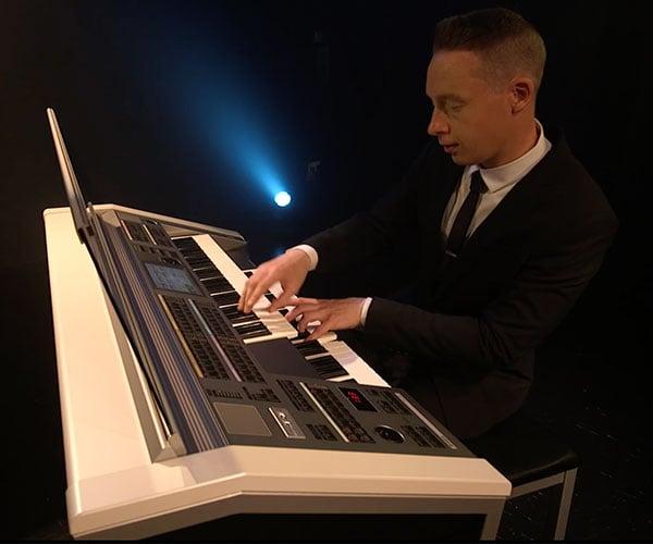 James Bond Theme: Electronic Organ Cover