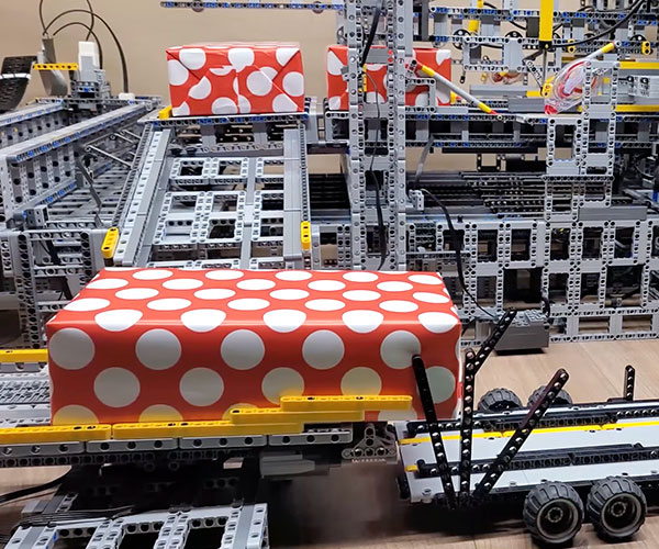 LEGO Gift Wrapping Factory