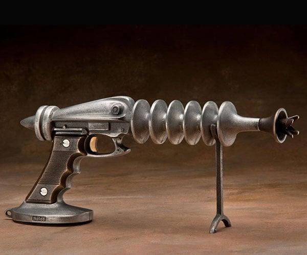 Nelles Metal Ray Gun