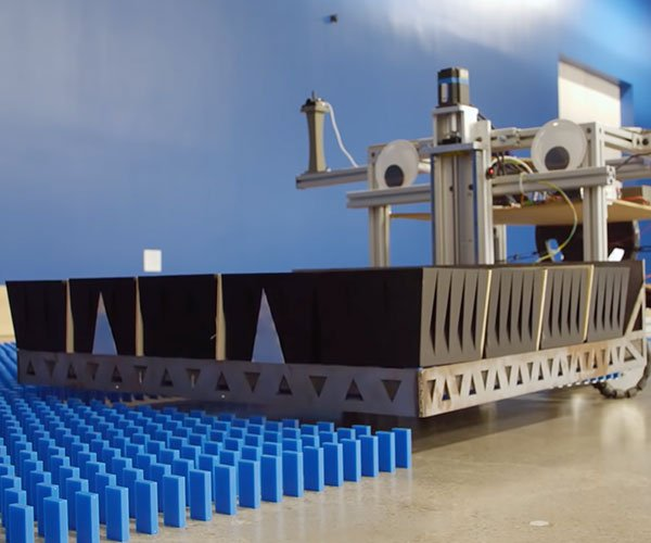 Robot Sets Up 100,000 Dominoes