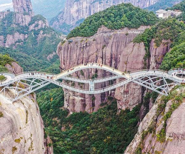"China's ""Bending"" Bridge"